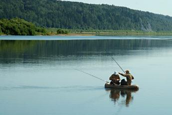 Летняя рыбалка на большой реке